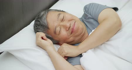 aposentar : asian elder man have good dream when he sleep Stock Footage