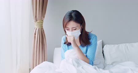 tosse : asian woman sick and cough in the bedroom