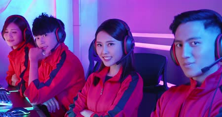 люди : Team of asian teenage cyber sport gamers smile to camera Стоковые видеозаписи