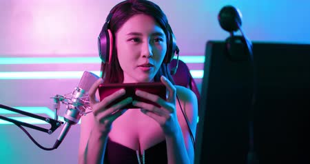 asian girl have live stream and playing mobile game on the smartphone