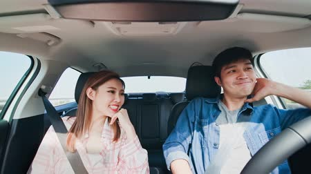self driving : Asian couple experience to riding an autonomous self driving car and dink coffee in highway Stock Footage