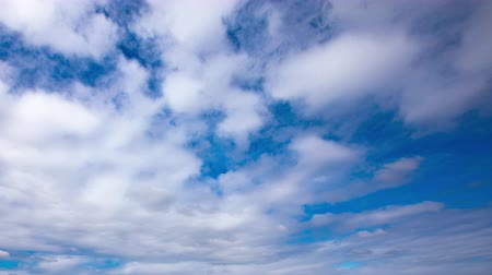 4K Timelapse of beautiful blue sky Spring sky Vidéos Libres De Droits