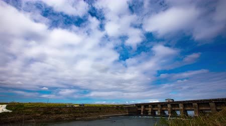 배수 : 4K Timelapse of beautiful blue sky Spring sky River Sluice Drainage station