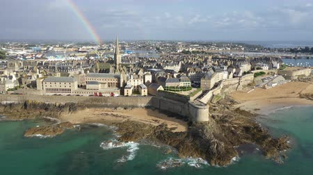 bretagne : Aerial view of the beautiful city of Privateers - Saint Malo in Brittany, France Stock mozgókép