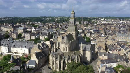 fortificado : Aerial view of the historic town of Dinan in Brittany, France