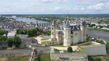 reneszánsz : Aerial view of Castle and Loire Valley, France.Saumur Castle was built in the tenth century and rebuilt in the late twelfth century Stock mozgókép