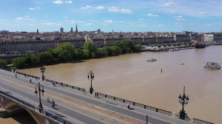 Бордо : Bordeaux, stone bridge, old stony bridge in Bordeaux in a beautiful summer day,