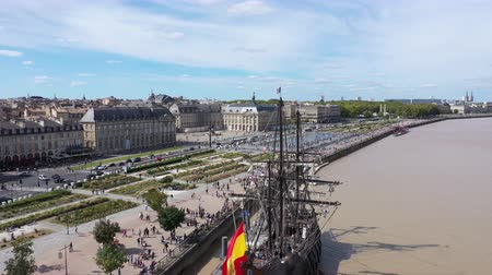 perçin : Bordeaux, Aerial view of Moon Pier and Stock Exchange Square
