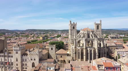 csak : Aerial view of Narbonne with Saint Just and Saint Pasteur Cathedral Stock mozgókép