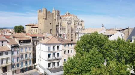 Aerial view of Narbonne with Saint Just and Saint Pasteur Cathedral Filmati Stock