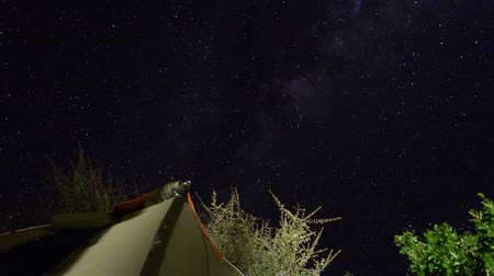 kamp : timelapse of stars in the sky Stok Video