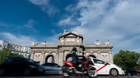 worms eye view : Alcala gate in Madrid time-lapse around traffic circle Stock Footage
