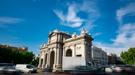 notion : Puerta de Alcala profile and traffic circle time-lapse