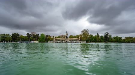 arquipélago : El Retiro lake under stormy clouds in Madrid