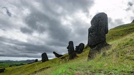 pedreira : Moai quarry time lapse in Rapa Nui with many statues Stock Footage