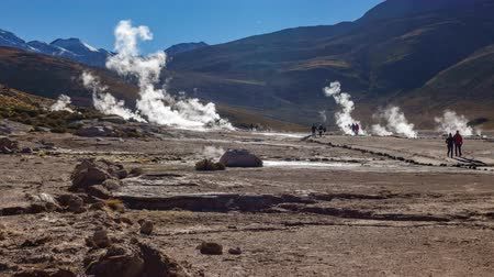 Анды : Timelapse of El Tatio Geysers Field with tourists in Chile