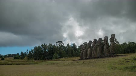 oltář : Storms over Ahu Ahivi moais in Easter Island