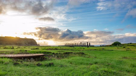 запомнить : Dreamy sunrise over Ahu Tongariki Moai statues in Easter Island