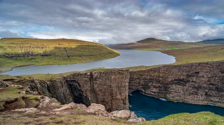 betrügen : Sorvagsvatn lake over the cliffs of Vagar island time lapse, Faroe Islands Videos