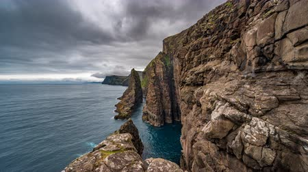 disintegration : Spectacular timelapse of steep coast of Faroe Islands