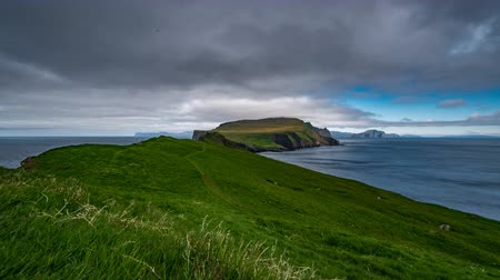 favori : Mykines and Faroe Islands time lapse, wide angle