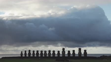 oltář : Sunrise with Ahu Tongariki silhouettes in Rapa Nui