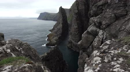 dik : Sliding camera in the steep coastline of Faroe islands