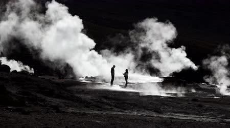 magyarázza : Guide explains tourist about El tatio geyser in Chile, Atacama desert