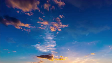 güneş ışını : Time laps of the evening sky with beautiful clouds, Video loop
