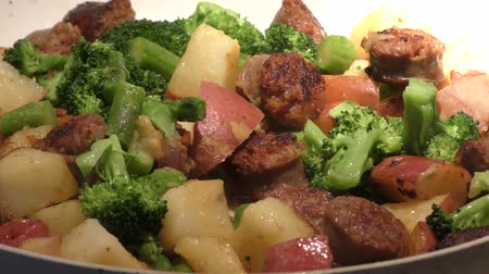 cozinhado : lunch skillet with sausages and vegetables