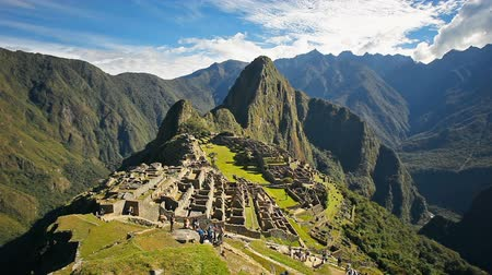Machu Picchu timelapse. Machu Picchu is one of the New Seven Wonders of the World. Stok Video
