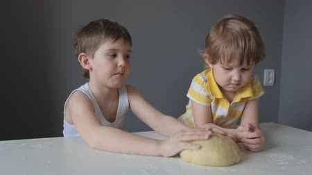 tél : the sister was offended at her brother that he did not give her to stroke the dough with her hands Stock mozgókép