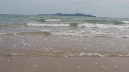 krab : Beautiful sea in the morning in Thailand Stockvideo