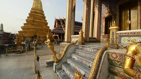 szerzetes : Golden Angel in grand palace, Bangkok, Thailand.