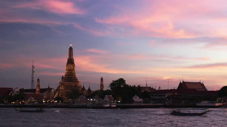 tajlandia : Timelapse of sunset and dusk at Wat Arun in Bangkok, Thailand