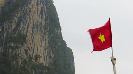 Вьетнам : The flag of Vietnam blowing in the wind. Ha Long bay, Vietnam