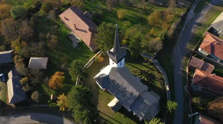 transilvânia : Aerial drone footage of a protestant church in Transylvania, Romania Stock Footage