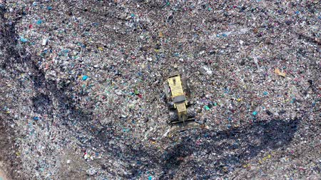 buldózer : Environmental pollution.  Aerial top view from flying drone of large garbage pile. Garbage pile in trash dump or landfill