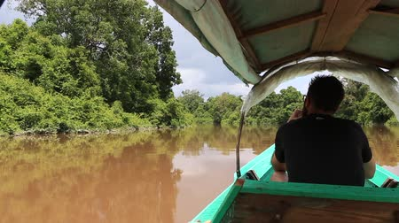 каноэ : Kalimantan, Borneo, Indonesia, february 2016: Sailing in a motor boat in the jungle canals.