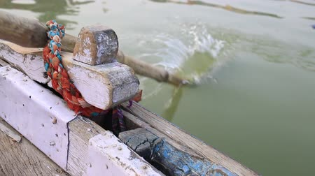 Close up of oar in Ganges River. Wideo