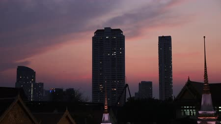 View of the skyline from the Wat Yannawa on the Chao Phraya river also know the boat temple at sunset. Wideo