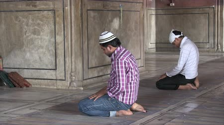 Old Delhi, India, November 2011: People praying in the Jama Masjid mosque. Dostupné videozáznamy
