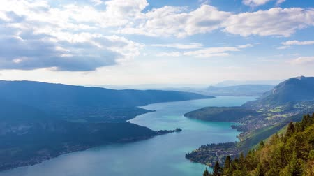 letecký pohled : Timelapse View of the Annecy lake from  Col du Forclaz