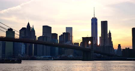 capital cities : 4K view of Manhattan skyline at sunset - New York - USA