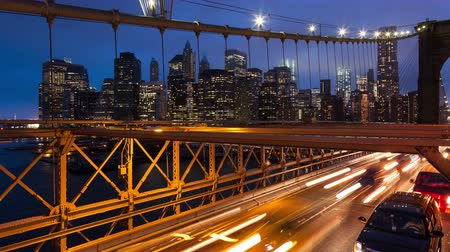 finanziaria : Brooklyn bridge auto semaforo timelapse - New York - USA