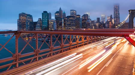 mosty : Brooklyn bridge car traffic light timelapse - New York - USA