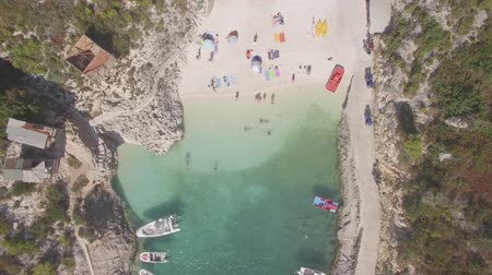 tyrkysový : 4K Ungraded Aerial view of Porto Vromi beach in Zakynthos (Zakynthos) island, in Greece - Log