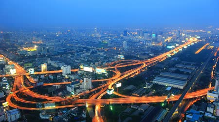város : Expressway in the city. Night time lapse Bangkok Thailand