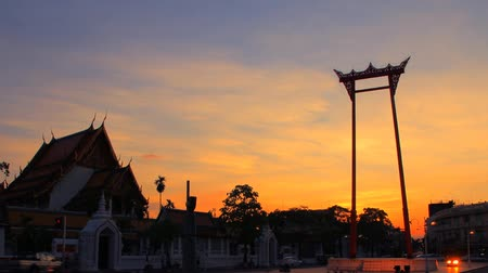 sziámi : Wat Suthat and Giant Swing. Is a symbol of Bangkok.
