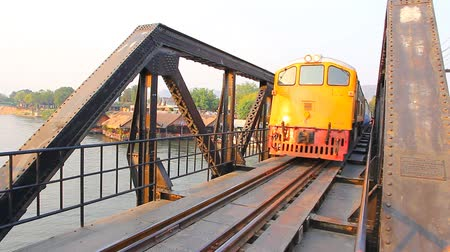 trilho : Railway Bridge over the River Kwai. Kanchanaburi, Thailand
